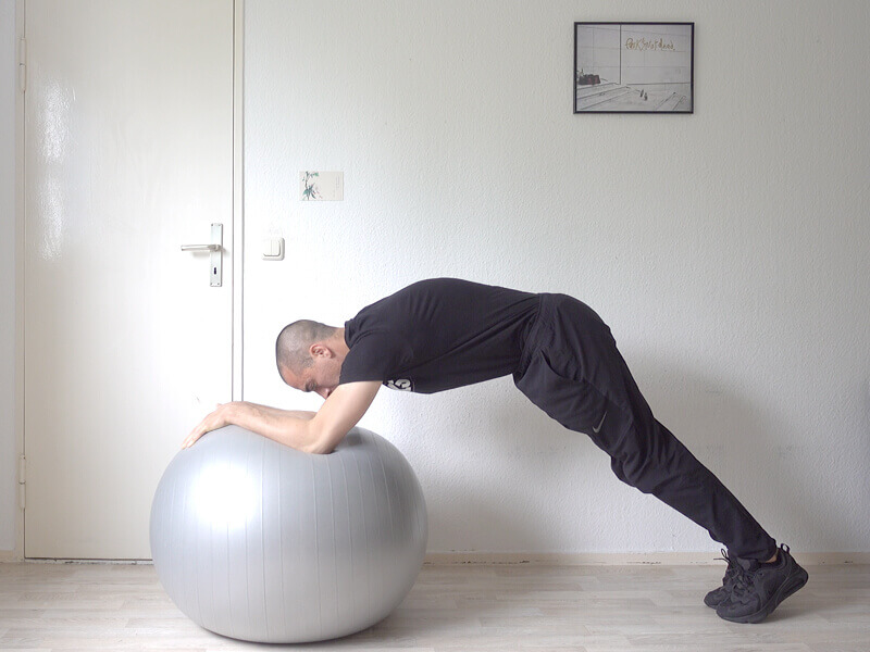 Training fitness in Berlin with Swiss Ball